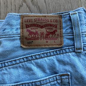 Super fede 501 Levi's jeans sælges. Str 28 l 32. De er så lækre og cool at have på😍 sælges da de er blevet for store😓😳