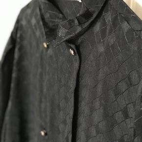 Vintage fin sort skjorte med knapper