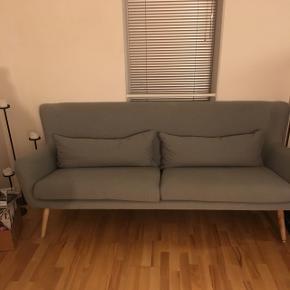Flot grå sofa i god stand fra ILVA med navnet  Nelly.  L: 200 cm, D: 84 cm, H: 85 cm  Fra 2015 Nypris:6999