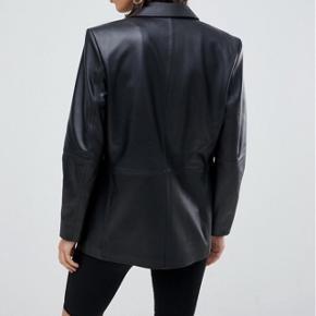 Asos habit leather jacket. Brugt to gange. Str. 36