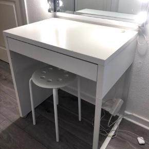 Ikea micke makeup / skrive bord  I god stand  73x50 cm