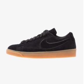 Helt ubrugt Blazer Low SD Sneakers i farven black/light brown.  Str 38,5, men ret små i str. Passer en alm 38.  Helt ubrugte.  Mindstepris: 295pp via mobilepay