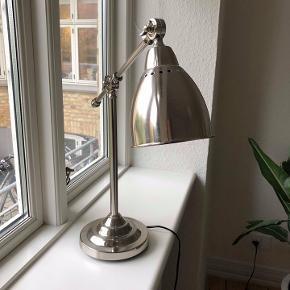 Sælger stål bordlampe fra Ikea (pære medfølger), kun 1/2 år gammel og sælges pga. flytning. Åben for bud!