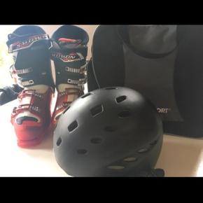 Salomon skistøvler str. 46 (29,5) og Carrera hjelm str. L/XL. Begge dele brugt en gang. Begge sælges samlet eller evt. hver for sig.