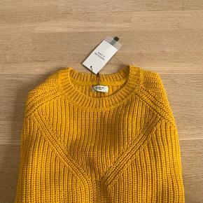 Jacqueline de Yong sweater sælges. Helt ny stadig med pris mærke. Er desværre købt for lille, har den samme sweater i grøn også. Sweateren i grøn kan ses inde på min profil🌼🌼