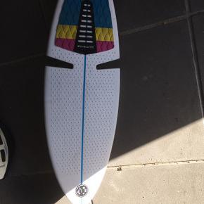 Wave board. Aldrig brugt. Afhentes 6700.