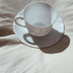 Rigtig fine franske kopper med underkop til. 140kr stk.