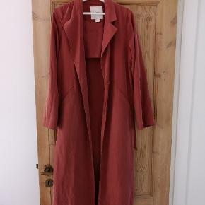 Flot lang frakke fra monki str. S 🌞