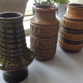 3 Retro vaser fra W. Germany i fin stand.  Prisen er pr. styk.  H 16 Ø 8 cm.