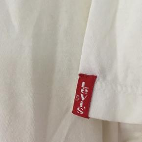 Hvid Levi's t-shirt, str. 40/L