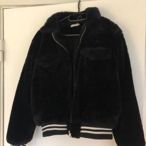Pelsjakke fra ojardorf Str M  Ny pris: 2000  Mindste pris:500