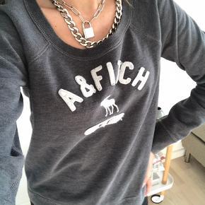 Sælger denne her Abercrombie & fitch Sweatshirt/sweater. Sælger den da, jeg ikke rigtigt bruger den længere. Den er en str small/36 Den er brugt en del, men er ellers i fin stand. Sælger den til 90kr        Søgeord: A&b tøj Abercrombie & Fitch trøje Abercrombie & Fitch bluse Abercrombie & Fitch strik Abercrombie & Fitch sweater Abercrombie & Fitch t-shirt Abercrombie & Fitch Sweatshirt Grå strik Grå sweater Grå Sweatshirt Grå bluse Grå trøje Trøje med print Bluse med print Sweater med print Strik med print Sweatshirt med print