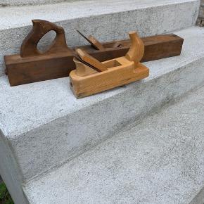 Fine antikke høvle, der måler 67 cm og 24 cm. Prisen er for begge.