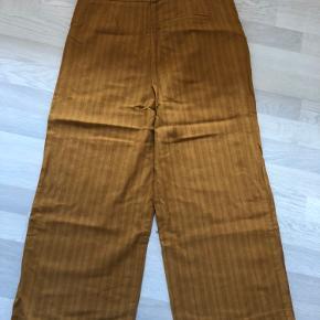 De fedeste bukser er sat til salg. Perfekt til efteråret