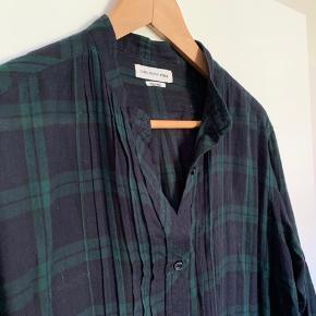 Fed skjortekjole med skjulte lommer i siden.  Brugt Max 5 gange.  Sælges for 500 kr