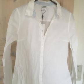 Mærke: Vero Moda Størrelse: S Farve: Hvid Materiale:  100% Bomuld Aldrig brugt  Sælges 75 kr