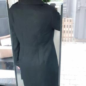 Rigtig fin frakke i str. M.  Pink indeni