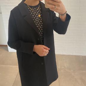 Mega sød lang frakke fra monki - aldrig brugt