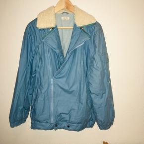 388b0419 Babyblå jakke fra Esprit. Lynlåsen er skiftet for nylig. 100% bomuld, men