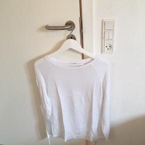 Hvid bluse fra Noisy May. Kun brugt ganske få gange