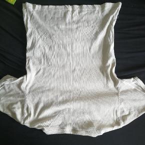 Hvid Martinique t-shirt. Kan afhentes på Nørrebro, Horsens eller i Esbjerg. Byd
