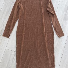 God kjole brugt som graviditets kjole. Knæ længde.