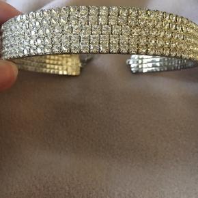 """""""Diamond choker"""" med 5 rækker, brugt få gange. One size: nypris 250"""