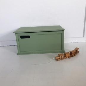 Tidligere tvmøbel, nu som børnebænk & til opbevaring. Siddehøjde 24,5 / Siddebrede 50