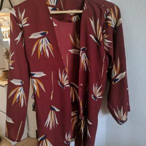 Olana kimono med tilhørende bindebånd