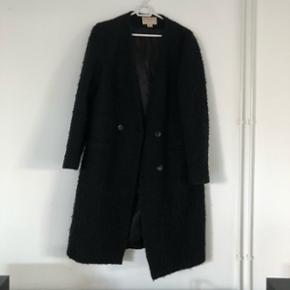 Lang jakke fra h&m, brugt, men i god stand.