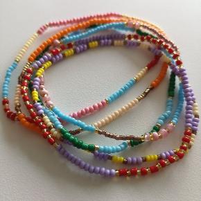 Sommeren 2020 bliver farverig både inden for tøj og accessories.  Vi laver armbånd i alverdens fede farver i en størrelse, der passer dig.  Spørg endelig hvis du har nogle særlige ønsker om farver.  Armbånd 50kr  Sender gerne med DAO