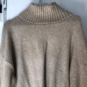 Sælger denne beige sweater  Super god til vinter