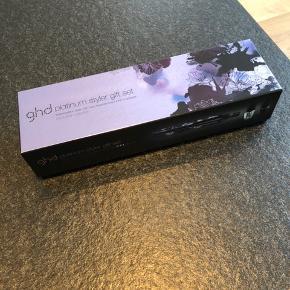 Helt ny GHD Platinum Styler gift set. Nocturne Collection Heat + resistant bag + 2 x OPI beglelak