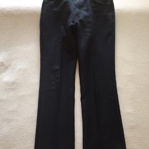 Fede levis bukser. Har et perfekt fit. De fitter en ca. 180-187 alt efter fit.