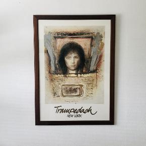 Kurt Trampedach New York - Ansigt forfra Professionelt opklæbet og indrammet plakat. Ramme i mørk valnød. Mål: Ydre ramme: 93 x 66,5 cm Indre ramme: 84 x 59 cm