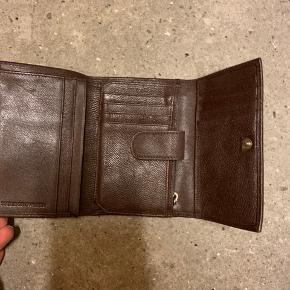 Fin og praktisk pung fra Tiger of Sweden. Brugt meget lidt :-)