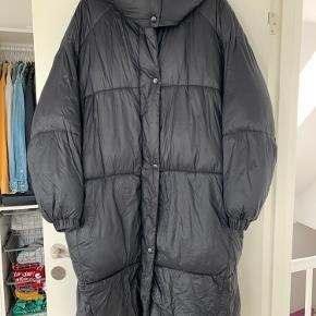Fin ZARA frakke sælges. Hætten kan tages af.
