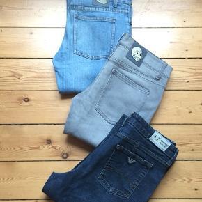 Cheap Monday jeans lyseblå str W30/L34 Model: Narr light cln wash  Cheap Monday jeans grå str W28/L34 Model: Narrow used wash grey  98% cotton 2% elastane  Afhentes Kbh Sv eller sender med DAO.