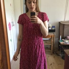 Vintage blomstret kjole! Så smuk. Kan også bruges med bælte i