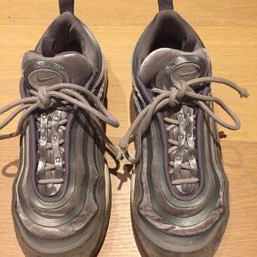 Sælger mine Nike air max 97 i grå, da jeg ikke får dem brugt. Nypris: 1299kr