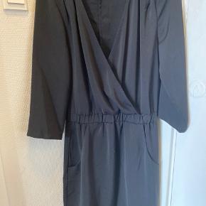 Helt ny kjole med wrap over style/ v hals  Bytter ikke  #secondchancesummer