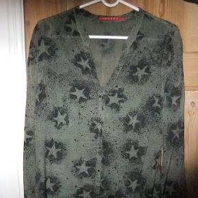 293a39ef Varetype: Skjorte Farve: Armygrøn Super fin skjorte fra 10 Feet i str S.