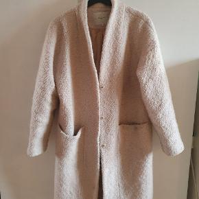 Fin frakke fra Selected Femme. Sælges billigt.