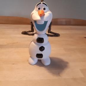 Olaf som kan bøje hovedet bagud så han kan køre på maven på gulvet.