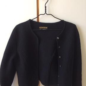 Ren uld, som ny og i fineste kvalitet.