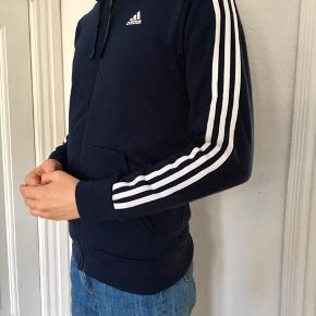 Adidas hoodie i M/L, god stand - nærmest aldrig brugt