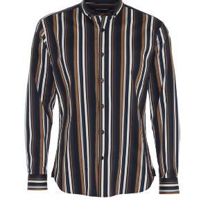 Stribet skjorte fra Clean Cut Copenhagen i stretch materiale. Kun brugt én enkelt gang - sælges udelukkende da den er købt i forkert str. Nypris: 500,- Mp: 150,-