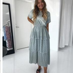 Helt ny BY.IC kjole i str S sælges, den passer dog bedst en M 💕 Stadig med prisskilt Nypris 599,- KUN 230,-
