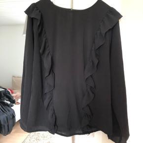 Bluse med flæser fra ichi