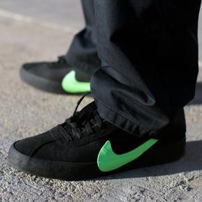Nike sb poets zoom bruin Eu size: 43 Uk size: 8,5/9 Us size: 9,5 Brugt en gang, helt ny stand. Der er budt 1200  Make a bid! :)